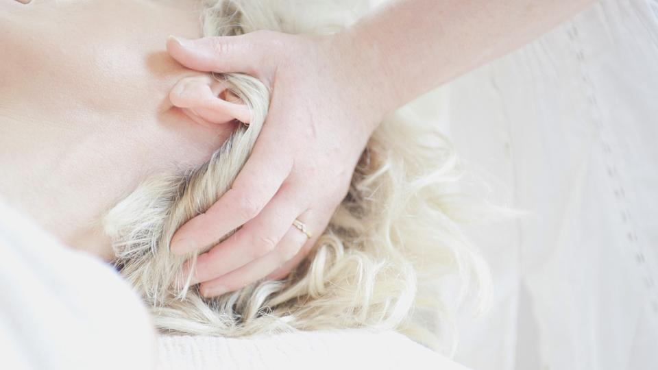 疲れを癒やすためにはヘッドスパで頭頂部からのリラクゼーションを